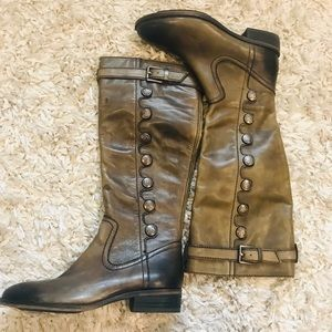 Women's boot by Arturo Chiang brand new size 6